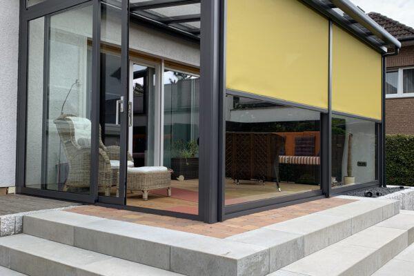D & F exklusive Terrassenüberdachung mit Senkrechtbeschattung