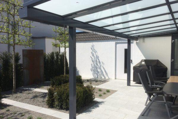 D & F individuelle Terrassenüberdachung mit Milchglas
